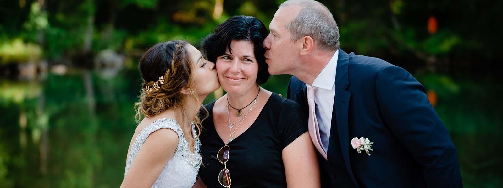 Kiss the wedding planner - Küsschen für die Hochzeitsplanerin Uschi Glas, Inhaberin der Hochzeitsplaneragentur 4 weddings & events Garmisch