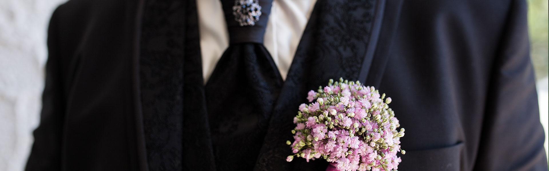 Anstecker für den Bräutigam aus Schleierkraut