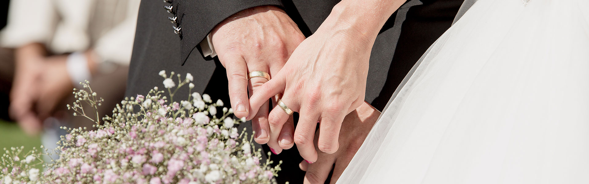 Schleierkraut-Hochzeit, Brautpaar und Ringe