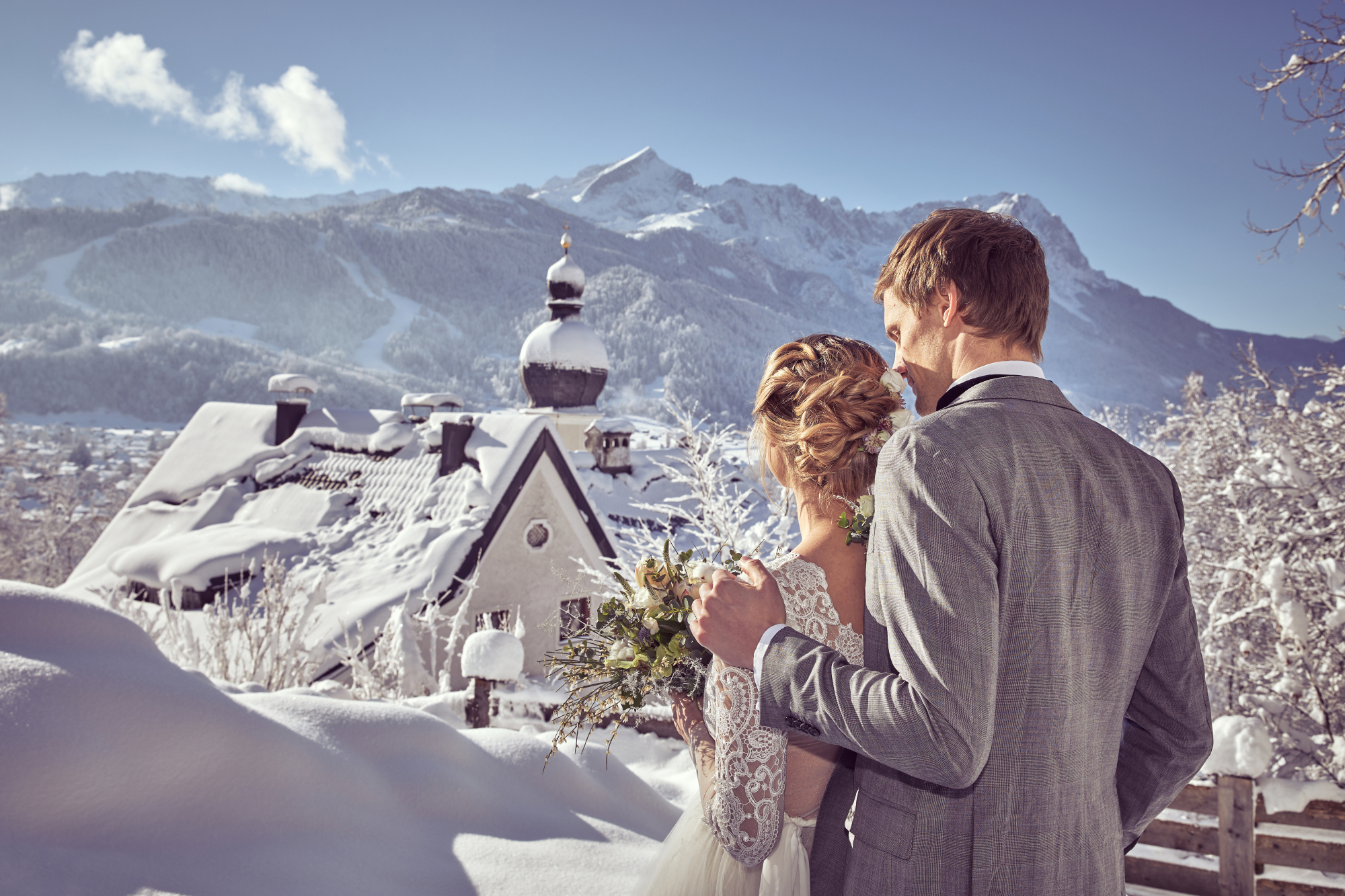 Hochzeit in Garmisch, winter mountain wedding, elopement, wedding planner, Hochzeitsplanerin, Marc Gilsdorf, Uschi Glas, weddingstyled